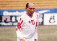 霍英东年轻时最渴望的事业,是成为全职足球员
