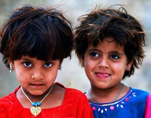 聚焦阿富汗儿童硝烟中的成人礼