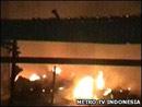 飞机撞毁地面数间房屋