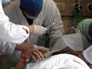 医院对受伤人员展开紧急救治