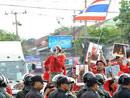 警察和示威者对峙